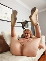 Blonde milf really loves fucking her shaved pussy